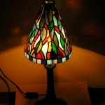 Modern Tiffany lámpa csúcsos alakú burával