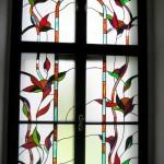 ólomüveg térelválasztó virágmintával
